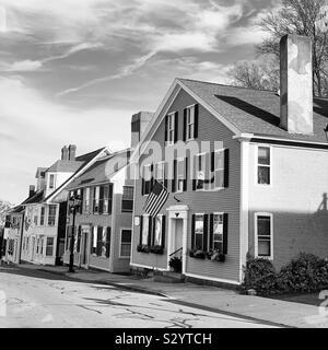 Schwarz-weiß Bild von Häusern auf Leyden Street, Plymouth Historic District, Plymouth, Massachusetts, United States - Stockfoto