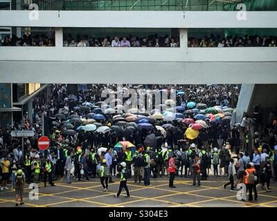 Büro in Hong Kong's CBD Protest während Ihrer Mittagspause, November 2019 - Stockfoto