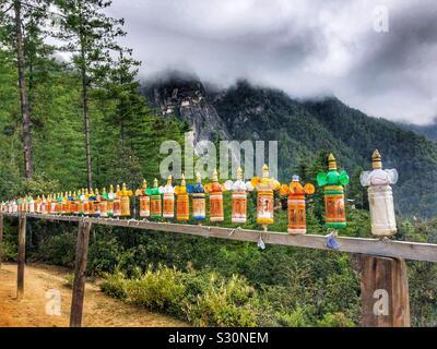 Gebet Glocken auf dem Weg bis zu dem Tiger's Nest in Paro, Bhutan.