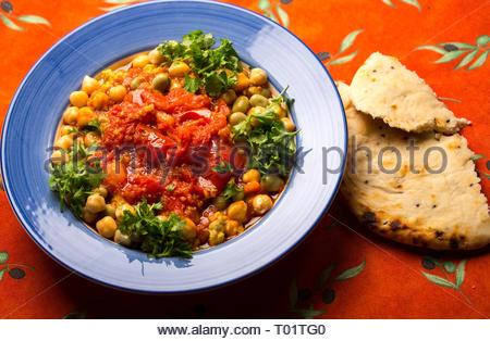 Foul Mudammas. Es gibt viele Variationen dieser alten arabischen Teller auf Bohnen. - Stockfoto