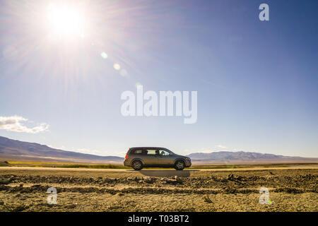 Eine Straße - Reise durch den Westen der USA. Dieses Bild wurde in der Nähe von Death Valley erschossen. - Stockfoto