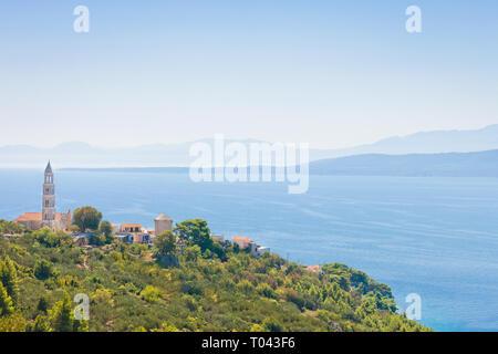 Igrane, Dalmatien, Kroatien, Europa - Kirchturm oben auf dem Berg von Igrane - Stockfoto