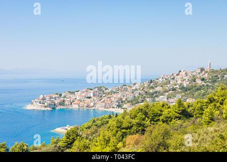 Igrane, Dalmatien, Kroatien, Europa - Skyline von der schönen Küstenstadt Igrane - Stockfoto
