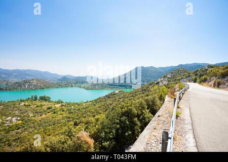 Gränna Seen, Dalmatien, Kroatien, Europa - Land Straße neben der schönen Gränna Seen - Stockfoto