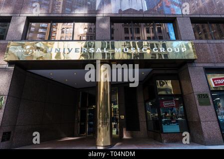 New York City, USA - 28. Juli 2018: Eingang des Bürogebäudes der Universal Music Group in Broadway, Manhattan, New York City, USA - Stockfoto