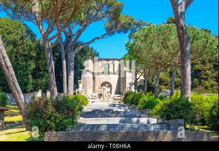 Italien, Palermo, ein Brunnen in den Gärten des Apostolischen Palastes, der Sommerresidenz der Päpste - Stockfoto