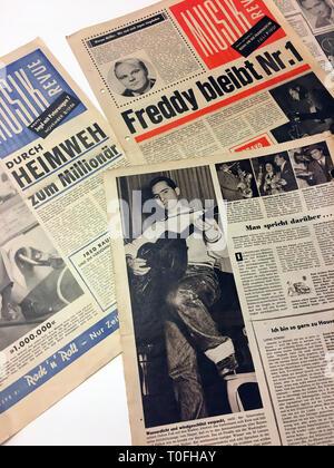 Wien, Österreich. 20 Feb, 2019. Artikel in verschiedenen Zeitungen über den Österreichischen pop Sänger Freddy Quinn in der Freddy Quinn Archiv/Museum in Wien, die von Eduard und Brigitta Klinger gegründet wurde. Beide haben großen Bewunderer der Sänger, Schauspieler und Künstler seit Jahrzehnten. (KORR Premiere in den Zirkus zu dpa: Freddy Quinn auf der Bühne zum ersten Mal vor 70 Jahren) Quelle: Matthias Röder/dpa/Alamy leben Nachrichten - Stockfoto