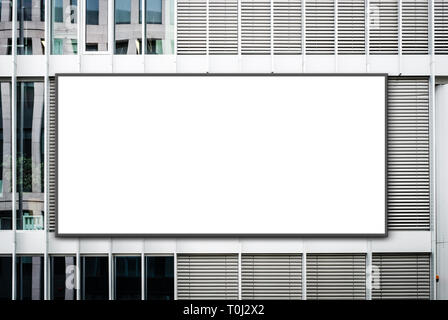 Blank Banner auf Bürogebäude / leer Anschlagtafel auf Fassade - Werbung mockup - Stockfoto