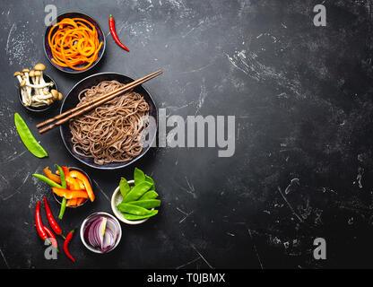 Zutaten für die gebratenen Nudeln - Stockfoto
