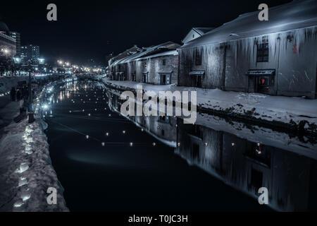 Die berühmten Canal in Otaru, Hokkaido, Japan. Im Winter getroffen, diese Aufnahme zeigt die Schnee und Eis mit diesem berühmten Ort. - Stockfoto