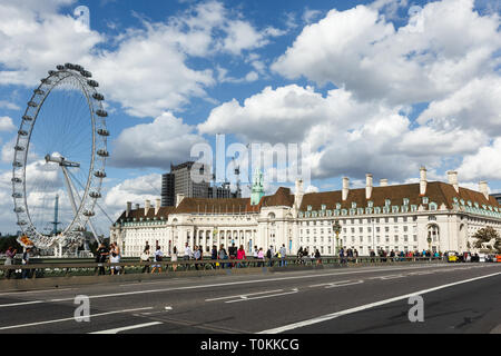 London, Großbritannien, 31. Juli 2017: Coca-Cola London Eye Riesenrad am Südufer der Themse. höchste Public Viewing Point. - Stockfoto