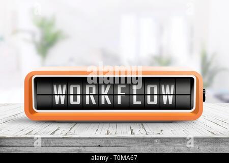 Workflow Alarmmeldung auf einem hölzernen Schreibtisch in einem hellen Büro bei Tageslicht - Stockfoto