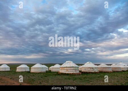 Ein Ger (Jurte) Camp auf der Gegentala Grasland nördlich von Hohhot in der Inneren Mongolei, China. - Stockfoto