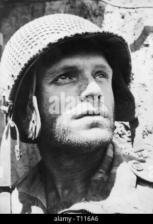 Indochina Krieg 1946 - 1954, Schlacht von Dien Bien Phu, 13.3. - 7.5.1954, Fotograf sergeant Jean Peraud, Porträt, 1.4.1954, Soldat, Soldaten, Militär, Unteroffizier, NCO, Sergent-Chef, Stahlhelm, Stahlhelme, Kriege, Frankreich, Kolonialkrieg, Vietnam, Vietnam, Leute, 20. Jahrhundert, 1950er Jahre, Schlacht, Schlachten, Fotograf, Fotografen, Personal - Sergeant, Sergeant, historischen, geschichtlichen, Additional-Rights - Clearance-Info - Not-Available - Stockfoto