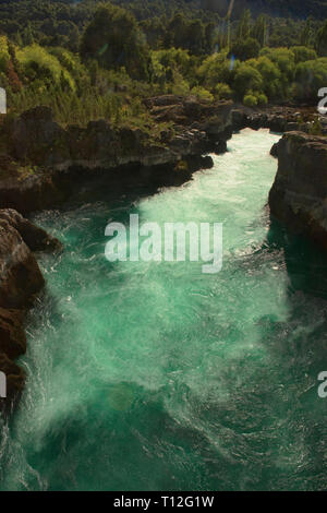 Die Raging Waters Der Futaleufú Flusses, Puente Gelvez, Futaleufú, Patagonien, Chile - Stockfoto