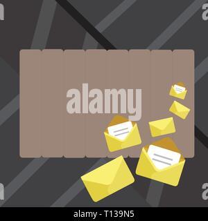 Geschlossene und offene Umschläge mit Buchstaben in der Farbe Schreibwaren Business Konzept leere Vorlage kopieren Platz verstaut isoliert Poster Gutscheine promoti - Stockfoto