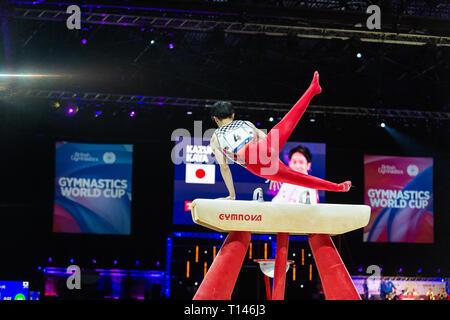 Birmingham, Großbritannien. 23. März 2019. Kazuma Kaya (JPN), mit der Sie während der Sitzung die Herren der 2019 Turnen Wm an der Genting Arena/Resorts World Arena, Birmingham, Großbritannien am Samstag, 23. März 2019. - Stockfoto
