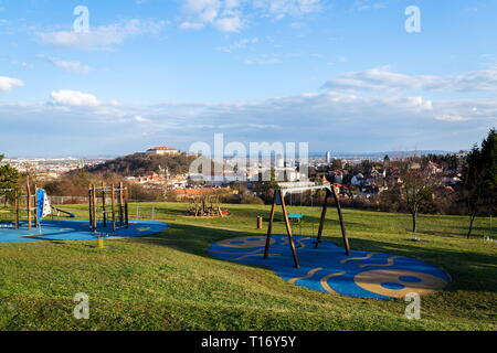 Klettergerüst Burg : Schönen spielplatz mit schaukel und klettergerüst für kinder