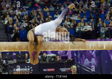 London, Großbritannien. 23 Mär, 2019. Simone Biles der USA führt auf Strahl in den Matchroom Multisport präsentiert die 2019 Superstars der Gymnastik in der O2 Arena am Samstag, den 23. März 2019. LONDON ENGLAND. Credit: Taka Wu/Alamy leben Nachrichten