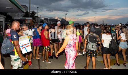 Rio de Janeiro, Brasilien - März 05,2019: Festlichkeiten während des Karnevals in Copacabana - Stockfoto