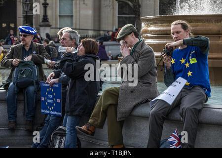 Tausende von Demonstranten Anti-Brexit März durch London für ein Volk über das Ergebnis der Volksabstimmung Brexit, London, England, Großbritannien - Stockfoto