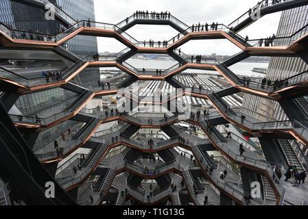 Ein Blick in das Innere des Schiffes am Hudson Yards, New York's neuste Viertel, offizielle Eröffnung am 15. März 2019 in New York City. - Stockfoto