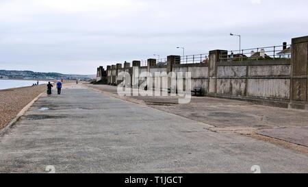 Bewölkt bewölkten Tag über am Strand von Seaford, East Sussex, England, Großbritannien - Stockfoto