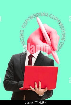 Drei Hände für den Fang von Idee - Werbetexter müssen Wörter auswählen. Ein Mann im Anzug steht mit Laptop. Sein Kopf ist groß Hand mit einem Bleistift gegen Minze Hintergrund. Modernes Design. Zeitgenössische Kunst Collage. - Stockfoto