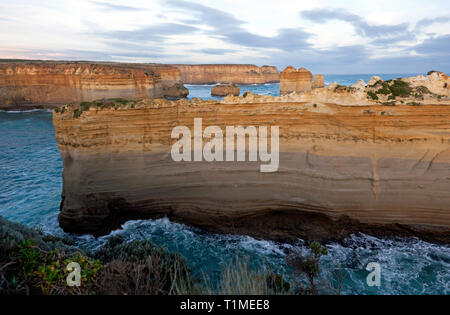 """Nahaufnahme der Teil von """"razorback"""", eine Felsformation an der Loch Ard Gorge, Port Campbell National Park, Victoria, Australien - Stockfoto"""