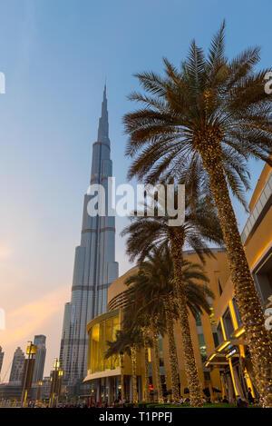 Burj Khalifa Sonnenuntergang über der Welt höchstes Gebäude in Dubai - Stockfoto