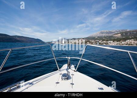 Segeln in Kotor, Montenegro - Stockfoto
