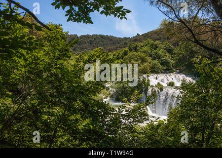 Die mittleren Abschnitten des Skradinski buk: Der letzte Wasserfall Komplex auf dem Fluss Krka, Nationalpark Krka, Kroatien - Stockfoto