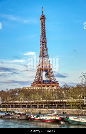 Eiffelturm und Seine - Paris, Frankreich - Stockfoto