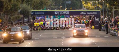 März 24, 2019, LOS ANGELES, Kalifornien, USA - Start der 34th Los Angeles Marathon, der zum Meer tadium' - die 4. größte in den USA und 10. in der Welt - Stockfoto