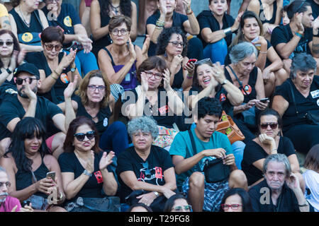 Rio de Janeiro, Brasilien. 31 Mär, 2019. Die Demonstranten versammeln sich in Cinelandia vor dem Rathaus im Zentrum der Stadt am Sonntag (31) gegen den Jahrestag des Militärputsches 1964 zu protestieren, die Bolsonaro Regierung feiert den Tag des Putsches und für Lula die Freilassung zu bitten. Foto: ELLAN LUSTOSA Credit: ellan Lustosa/Alamy leben Nachrichten - Stockfoto