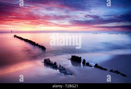 Dramatischen Sonnenuntergang über der Ostsee, Polen - Stockfoto