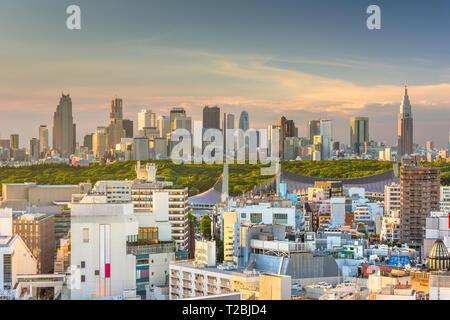 Tokio, Japan Skyline der Stadt über Shibuya Ward mit dem Shinjuku Skyline in der Ferne. - Stockfoto