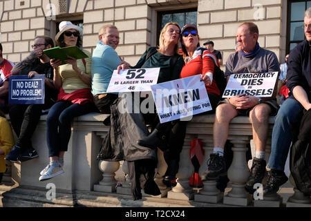 März brexit Verrat und Demonstrationen in Parliament Square London UK am 29. März 2019, als das VEREINIGTE KÖNIGREICH wurde durch die EU verlassen - Stockfoto