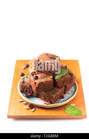 Gesunde Ernährung Konzept Hausgemachte organische fudge Sonnenblumenkerne Butter brownies auf weißem Hintergrund - Stockfoto