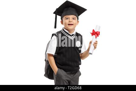 Schüler in einem einheitlichen mit einem Abschluss hat und ein Diplom auf weißem Hintergrund - Stockfoto