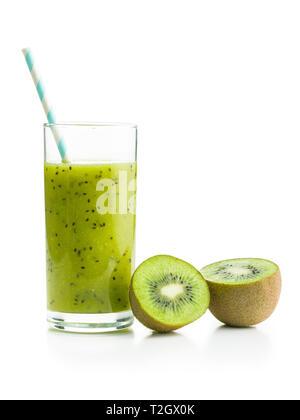 Glas kiwi Smoothie juicei auf weißem Hintergrund. - Stockfoto