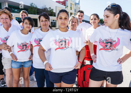 Miami Beach Florida gehen Miami Care Ressource HIV AIDS Epidemie Gemeinschaft Ressource nutzen Spendenaktion Student volunteer Hispanic - Stockfoto