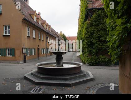 Deutschland, Augsburg Fuggerei ist ein aus dem 16. Jahrhundert sozialer Wohnungsbau Komplex, der weltweit älteste - Stockfoto
