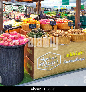 BANGKOK, THAILAND - Januar 9, 2019: Frucht verkauf Kioske im Supermarkt. Bangkok, Thailand. - Stockfoto