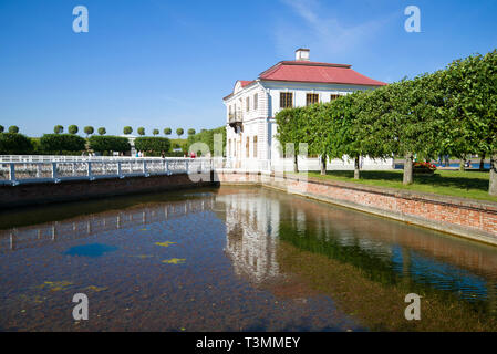 SAINT-Petersburg, Russland - 03 Juli, 2015: sonnigen Juli Tag am Marly Palace. Peterhof - Stockfoto