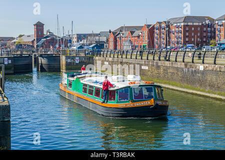 Die vor kurzem restaurierte Kupfer Jack Boot, Swansea, über eine Reise auf dem Fluss Tawe von Swansea Marina, South Wales ausführen - Stockfoto