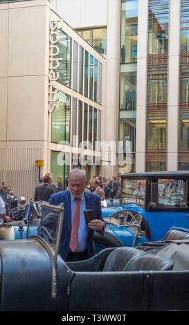 """London, Großbritannien. 11. April, 2019. Mehr als 25 Pre-War Bentleys auf Anzeige bei Bonhams New Bond Street für Vorschau von """"Das Zeitalter der Endeavour Ausstellung 'feiert 100 Jahre racing Bentley. Die Ausstellung wird am 12. April nur für einen Tag. Credit: Malcolm Park/Alamy Leben Nachrichten. - Stockfoto"""