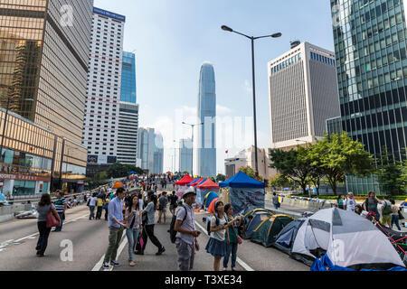 Hong Kong Yellow Umbrella Proteste sah Hauptstraßen gegen Verkehr schließt ganze Bereiche des Central Business Districts blockiert. - Stockfoto