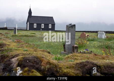 Traditionelle alte Kirche in Budir, Budakirkja, Snaefellsnes, West Penninsula, Island - Stockfoto