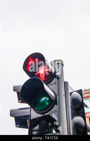 Berühmten Ampelmännchens Fußgängerüberweg Symbole auf Ampel in Berlin Deutschland - Stockfoto
